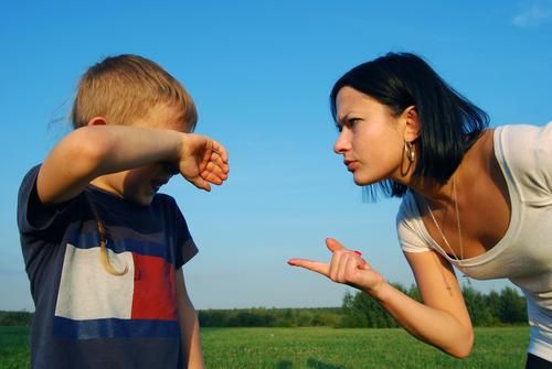 Поведение детей на прогулке с родителями