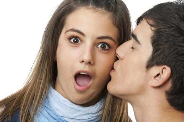 Как научиться целоваться в первый раз с парнем - первый поцелуй