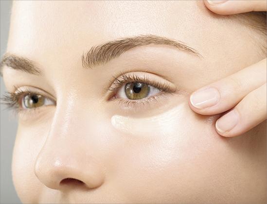Как ухаживать за кожей вокруг глаз в домашних условиях