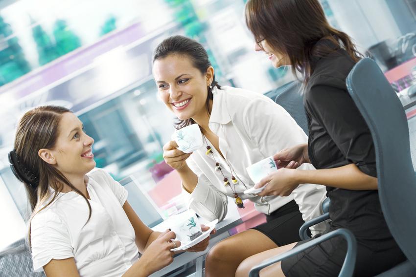 Дружеские отношения на работе, плюсы и минусы