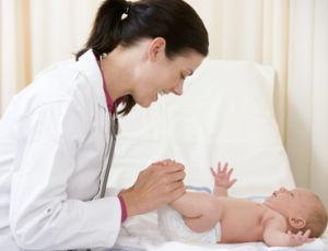 Рефлекс Моро у новорожденных малышей