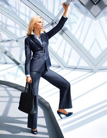Деловой костюм женщины руководителя