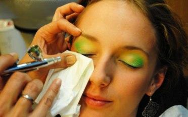 Как наносить аэромакияж