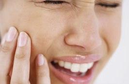 Удалять зубы во время беременности не желательно