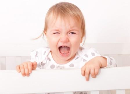 Почему ребенок сильно плачет перед сном