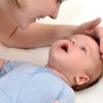 Грудной ребенок икает, что делать, как ему помочь