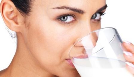 Можно ли беременным пить молоко? Все плюсы и минусы молока