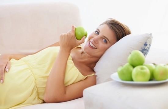 Польза яблоки при беременности