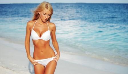 Купальники для худых девушек: слитные и раздельные модели