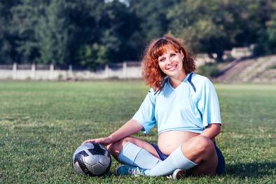 Играть в футбол во время беременности можно