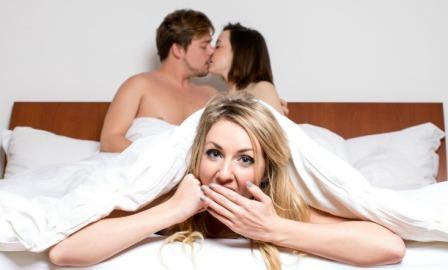 Нравится ли девушке секс втроем или нет