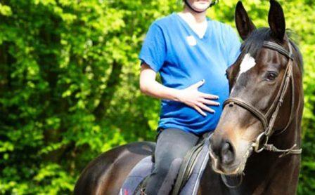 Можно ли беременным кататься на лошадях? Советы
