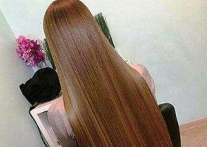 Очень длинные густые волосы девушки
