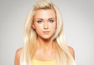 Очень длинные красивые волосы девушки