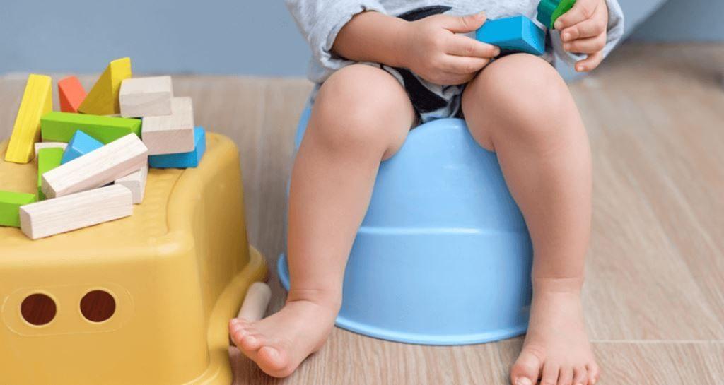 Как помочь ребенку при запоре: первая помощь малышу