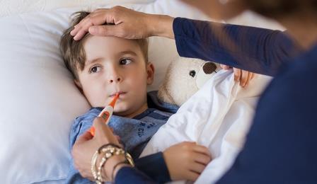 Первая помощь ребёнку при высокой температуре в домашних условиях - советы и рекомендации