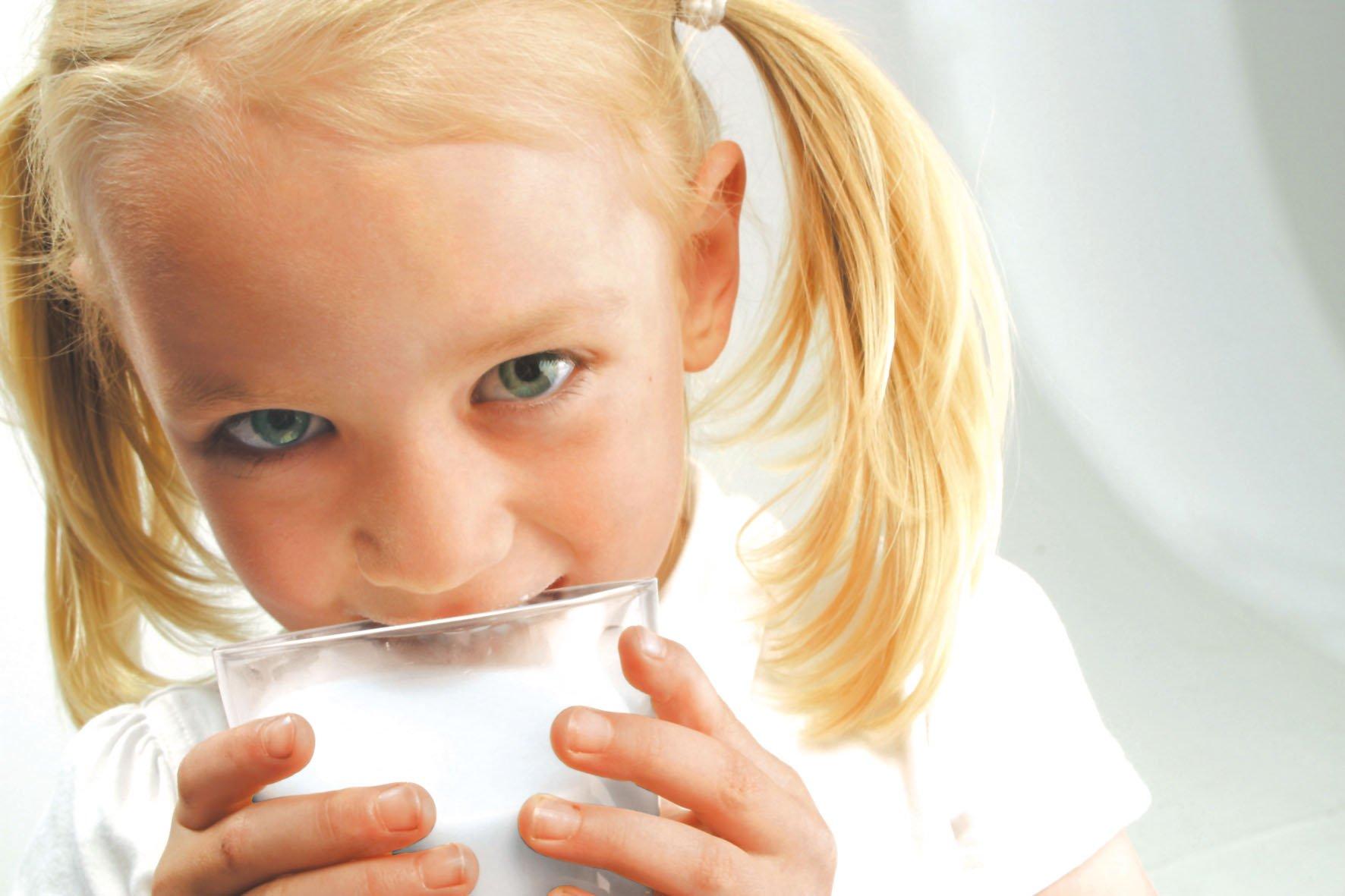 Польза и вред козьего молока для детей