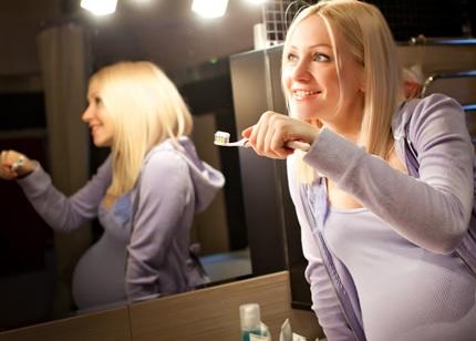 Зубы во время беременности лечить можно