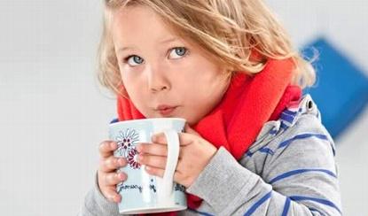 Как успокоить кашель у ребенка народными средствами
