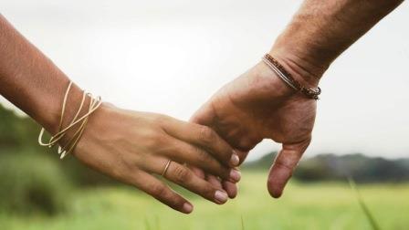 Как правильно себя вести девушке в начале отношений