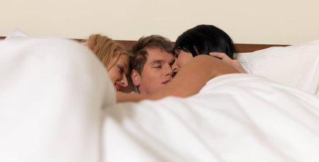 Секс с мужем втроем: стоит ли соглашаться на такой вариант секса